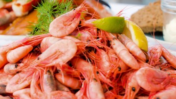 HOW TO PEEL AND DEVEIN SHRIMP