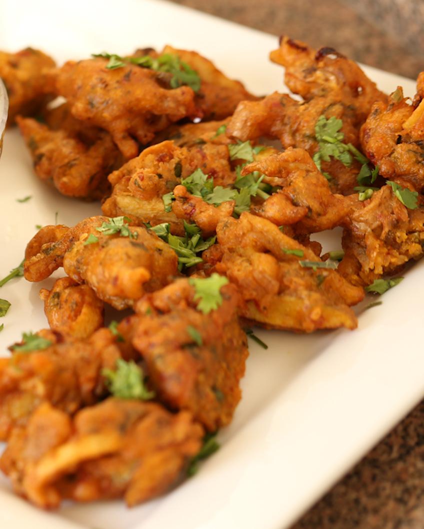 پیاز پکوڑے اور املی کی چٹنی